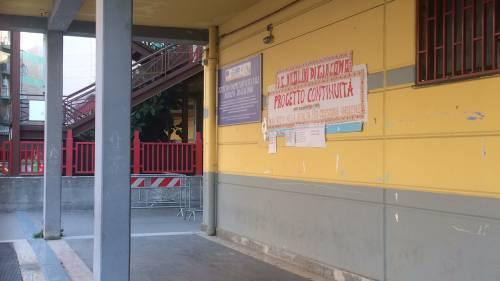 A scuola cede rampa della scala antincendio e maestra rimane ferita: le immagini della struttura  4