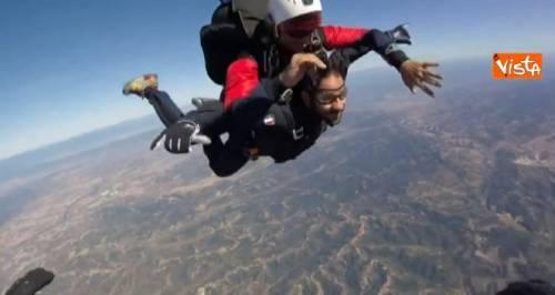 "Tofalo si lancia col paracadute: ""Un omaggio al Tuscania"""