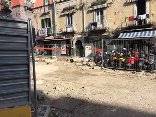 Napoli, via Carbonara in ginocchio per i cantieri 14