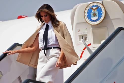 Fumo nell'aereo di Melania Trump: costretta a atterraggio d'emergenza
