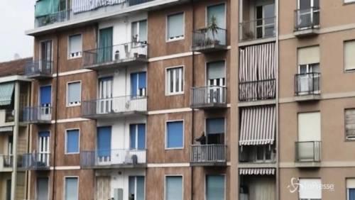 Bimbo cade dal balcone della casa per migranti