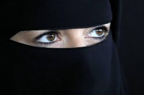 Mandava selfie al fidanzatino, picchiata dai genitori islamici