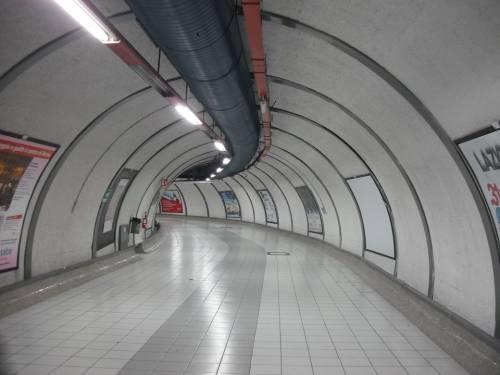 Roma, la metro B si guasta e la città va nel caos
