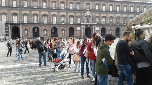 Il cuore di Napoli: tutti in fila per il piccolo Alessandro