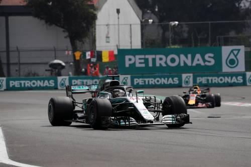 Formula Uno, Hamilton trionfa in Brasile: alla Mercedes anche il Mondiale Costruttori
