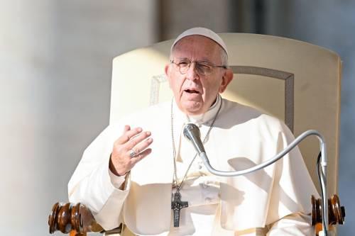 """Papa Francesco: """"L'Europa è nata dai migranti, chiudere le porte è suicida"""""""