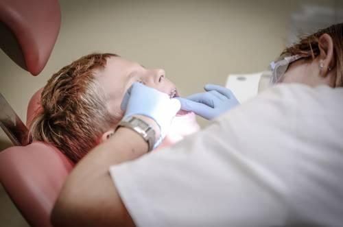 Aosta, dentista non si aggiorna: primo medico italiano sospeso