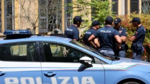 Parma, pesta la ex e sfonda porta servizi sociali: arrestato macedone