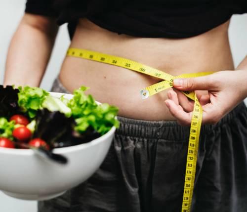 Obesità femminile: quali fattori contribuiscono?