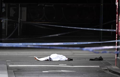 Terrore a Melbourne: fa esplodere l'auto e accoltella i passanti 9
