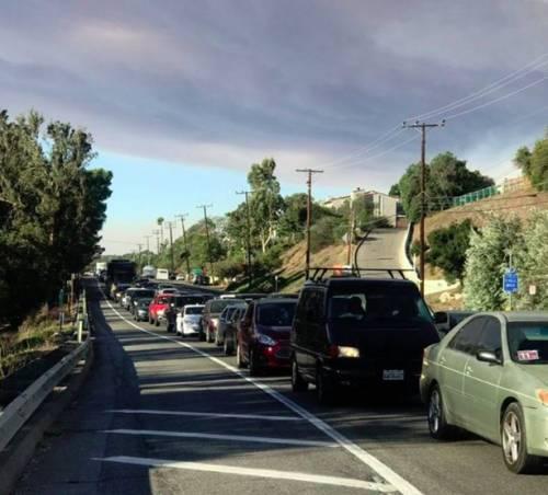 Incendi in California, ordine di evacuazione per Malibù 4