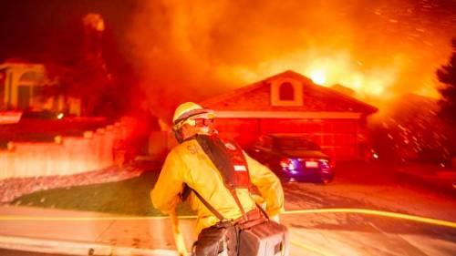 Incendi in California, ordine di evacuazione per Malibù 7