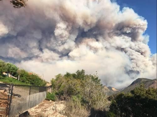 Incendi in California, ordine di evacuazione per Malibù 8