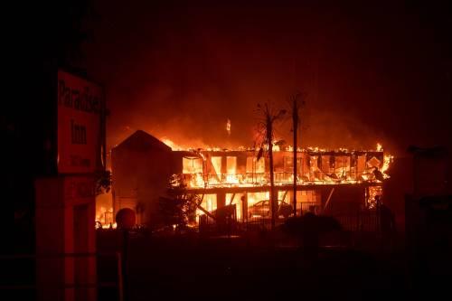Malibu, brucia il paradiso. Almeno cinque vittime nella California devastata