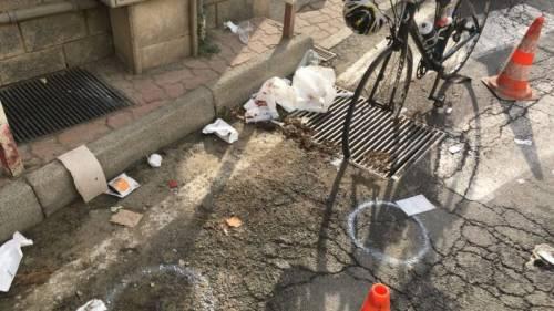 """Tombino """"uccide"""" ciclista: il Comune risarcisce la figlia con 140mila euro"""