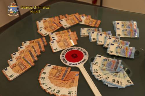 In borsa c'erano 60mila euro falsi: senegalese in manette