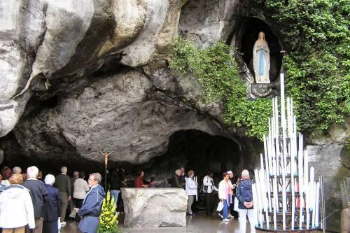 """Bergoglio commissaria Lourdes: """"Santuario gestito come azienda"""""""