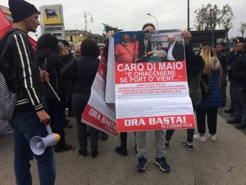 Di Maio contestato da studenti e lavoratori a Pomigliano