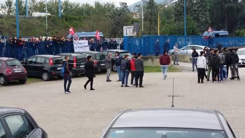 Di Maio contestato da studenti e lavoratori a Pomigliano 12
