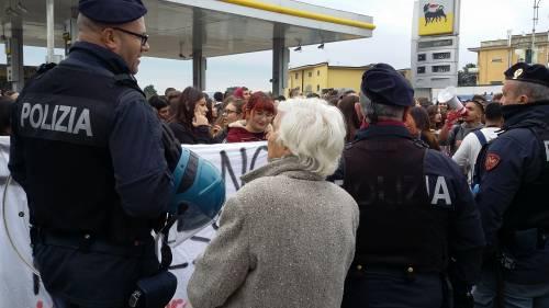 Di Maio contestato da studenti e lavoratori a Pomigliano 2
