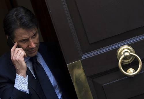 Il governo chiede pietà all'Ue e Conte va a cena con Juncker