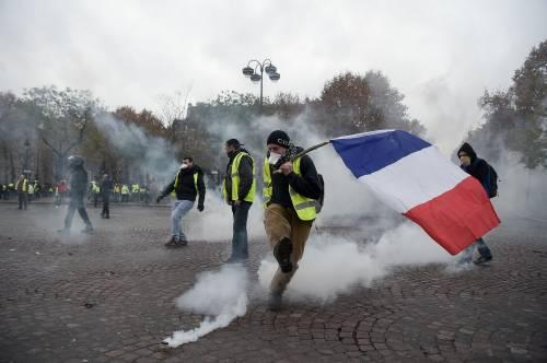 La protesta dei gilet gialli a Parigi: guerriglia sugli Champs-Élysées 2