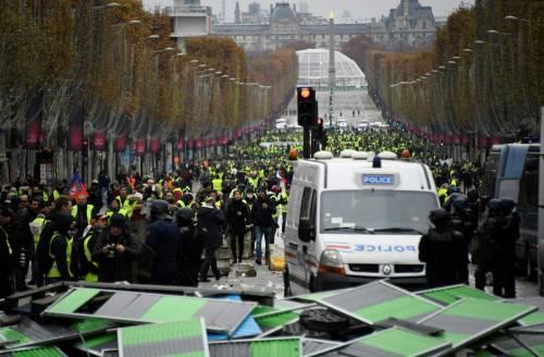 La protesta dei gilet gialli a Parigi: guerriglia sugli Champs-Élysées 1