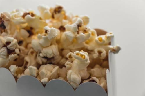 Gli resta un popcorn tra i denti, operato al cuore per una infezione