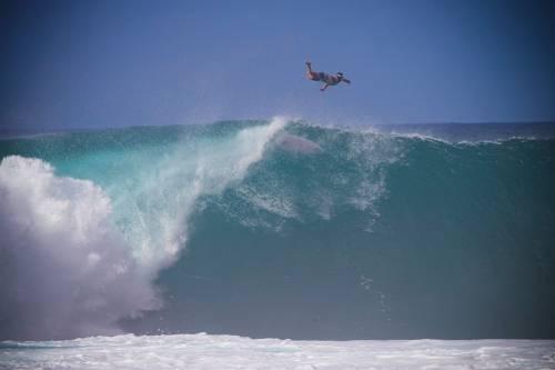 Triple Crown of Surfing, prima grande giornata di surf alle Hawaii
