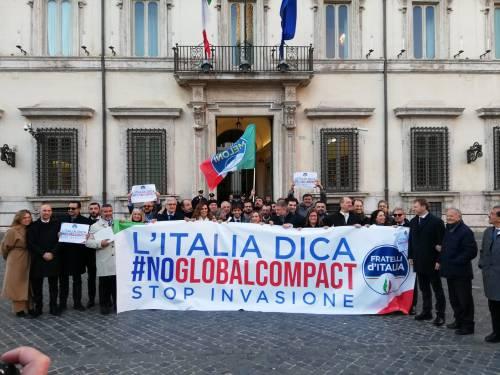 Il flash mob di Fratelli d'Italia contro il Global compact 2