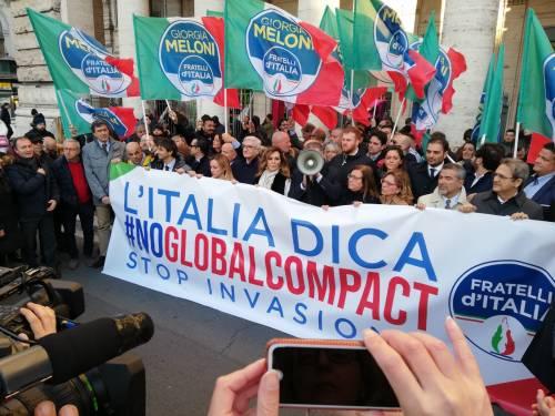 Il flash mob di Fratelli d'Italia contro il Global compact 4