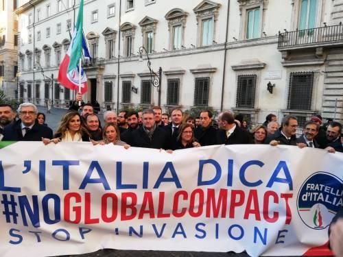Il flash mob di Fratelli d'Italia contro il Global compact 5