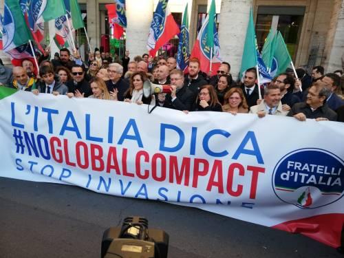 Il flash mob di Fratelli d'Italia contro il Global compact 6