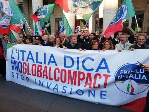 Il flash mob di Fratelli d'Italia contro il Global compact 7