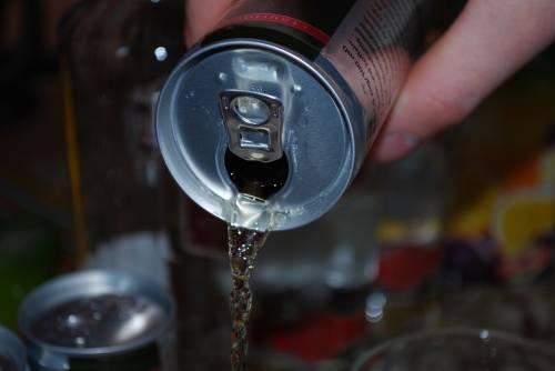 Beve energy drink e ha un'erezione di 6 ore: prodotto ritirato dal mercato