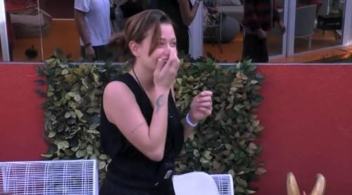 Colpo di scena al Gf Vip, Silvia Provvedi riceve un aereo dal suo fidanzato. Ma non è Corona