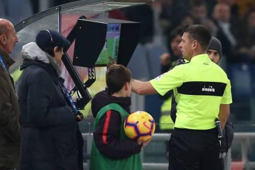 Uefa, ufficiale l'introduzione del Var dagli ottavi di Champions League