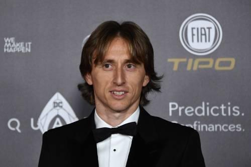 Luka Modric è il nuovo Pallone d'oro: ecco gli scatti alla cerimonia di premiazione