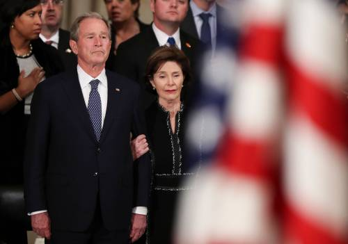 Trump rende omaggio a Bush 4
