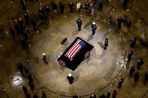Trump rende omaggio a Bush 8