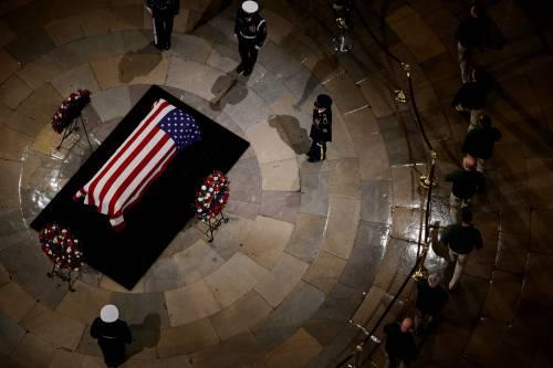 Trump rende omaggio a Bush 9