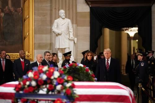 Trump rende omaggio a Bush 10