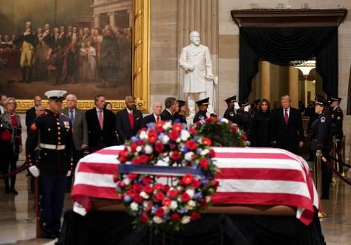 Trump rende omaggio a Bush 11
