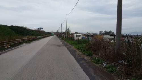 Nel campo rom senza acqua, senza bagni e colmo di rifiuti 2