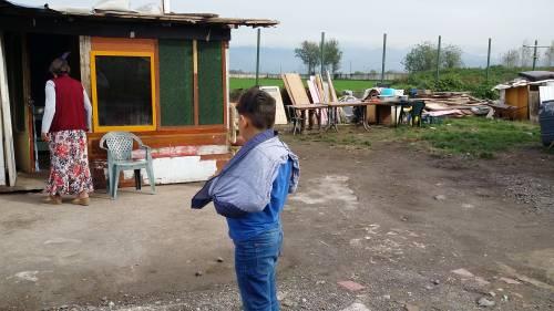 Nel campo rom senza acqua, senza bagni e colmo di rifiuti 17