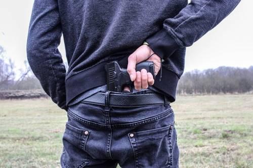 Fanno irruzione in una villa armati di pistole e rubano 100mila euro
