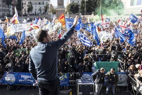 Salvini porta la Lega in piazza: Datemi il mandato a trattare con la Ue