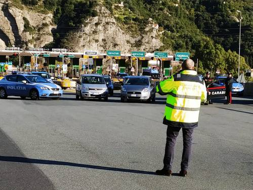 I gilet jaunes sconfinano in Italia e occupano la barriera dell'A10 a Ventimiglia 7