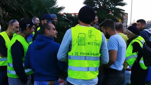 I gilet jaunes sconfinano in Italia e occupano la barriera dell'A10 a Ventimiglia 11