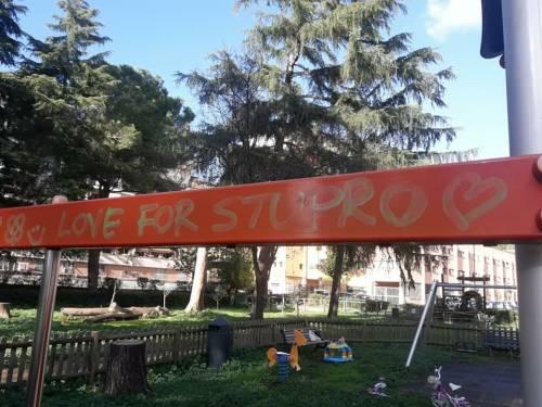 Ecco i graffiti pedopornografichi apparsi nel parco giochi di Serpentara  3